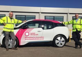 Steve Fairbairn and Andy McCormack with BMW i3 car.