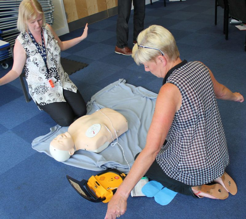 valley-primary-school-first-aid-training-defib-squ