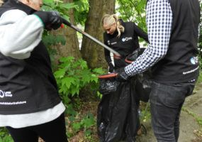 lanes-group-litter-picking-thames21-june-2018