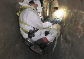 Sewer man working on the concreteberg